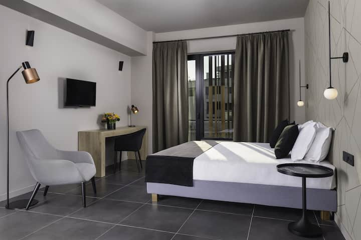 Azur Suites Glyfada- Luxury Suite with City View