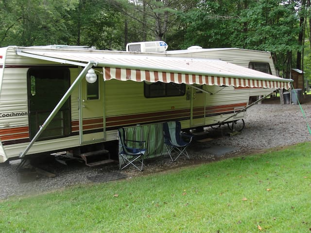 35 ft 5th wheel camper on private campsite