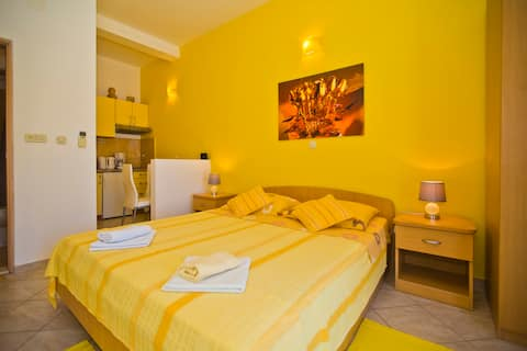 The Flame Of Yellow Roses Suite with Large Terrace