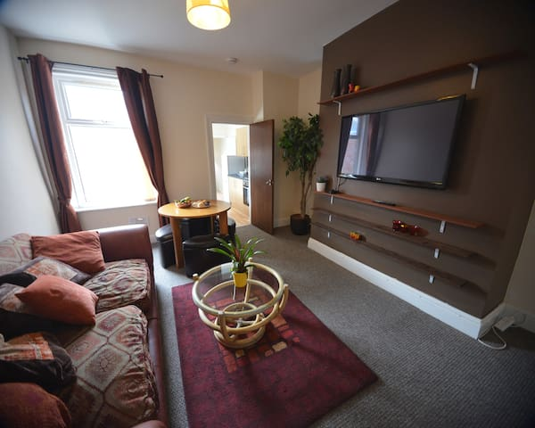Apartment/6 Stay/Free Parking/Centre/Sky Sports