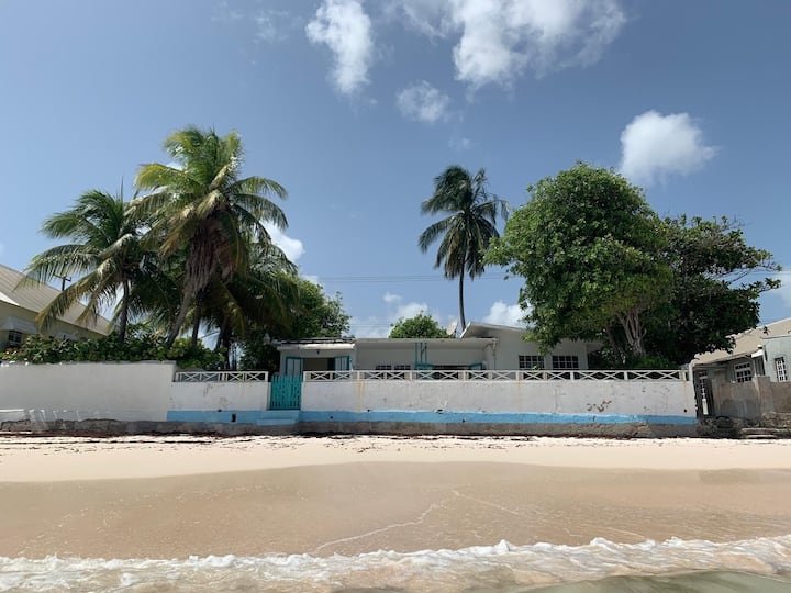 "BEACHFRONT  ""'Idle A while "" 2 bedrooms LOCATION !"