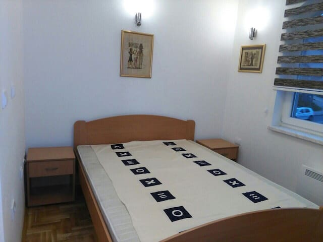 Newly furbished king size bed room - Lukavica - Wohnung