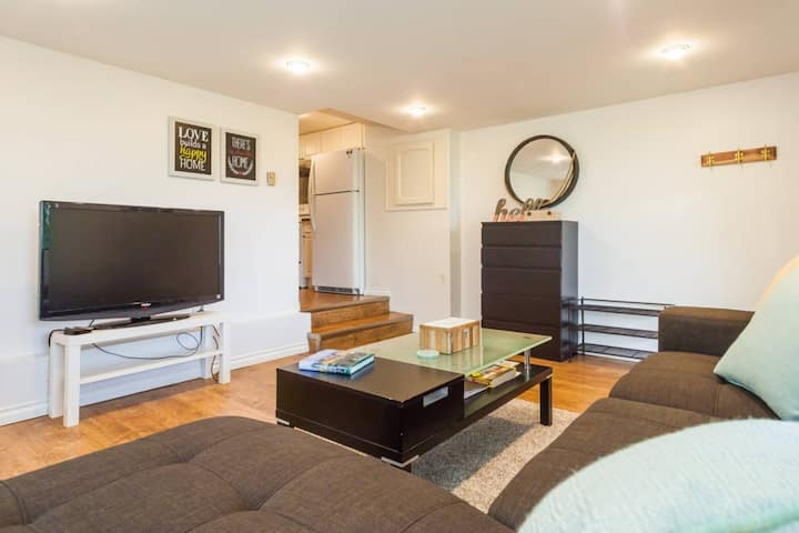 2bdr cozy unit in Arbutus Kits - wifi- parking