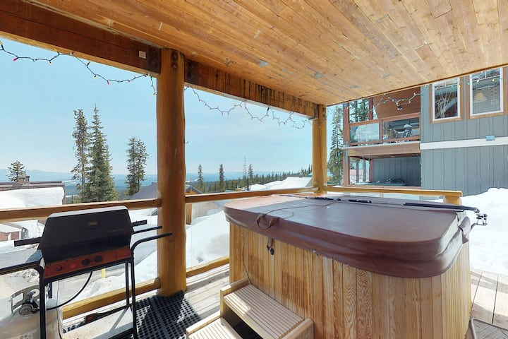 Ski-in/ski-out condo with mountain views & private hot tub