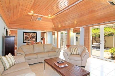 SunnySide Villa! 2BR/3BA in Margaritaville resort