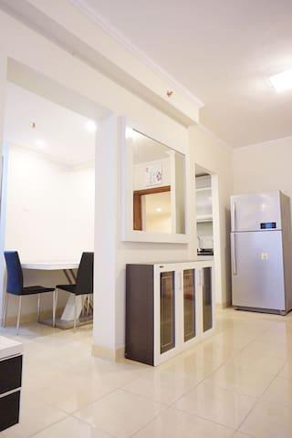 Modern+Newly Renovated 3 Bedroom Apt Central JKT