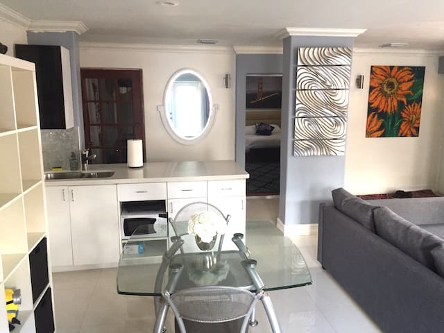 Entire place !! Come enjoy!! - Miami - Bed & Breakfast