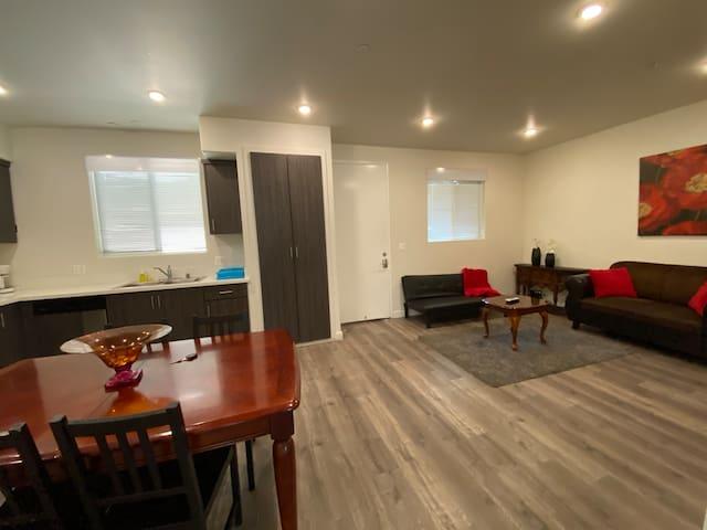 2 Bd/2 Bth Spacious Apartment Near Hollywood