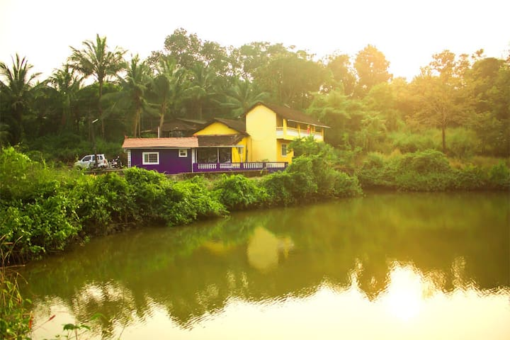 Amazing lake view Room, totally Goa - Aldona - Dům