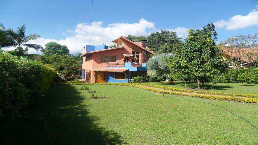 Casa campestre en conjunto cerrado cerca de Bogotá - Fusagasugá - บ้าน