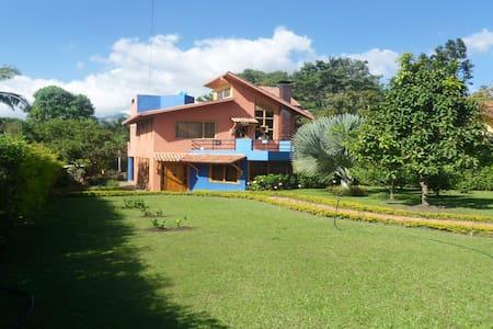 Casa campestre en conjunto cerrado cerca de Bogotá - Fusagasugá