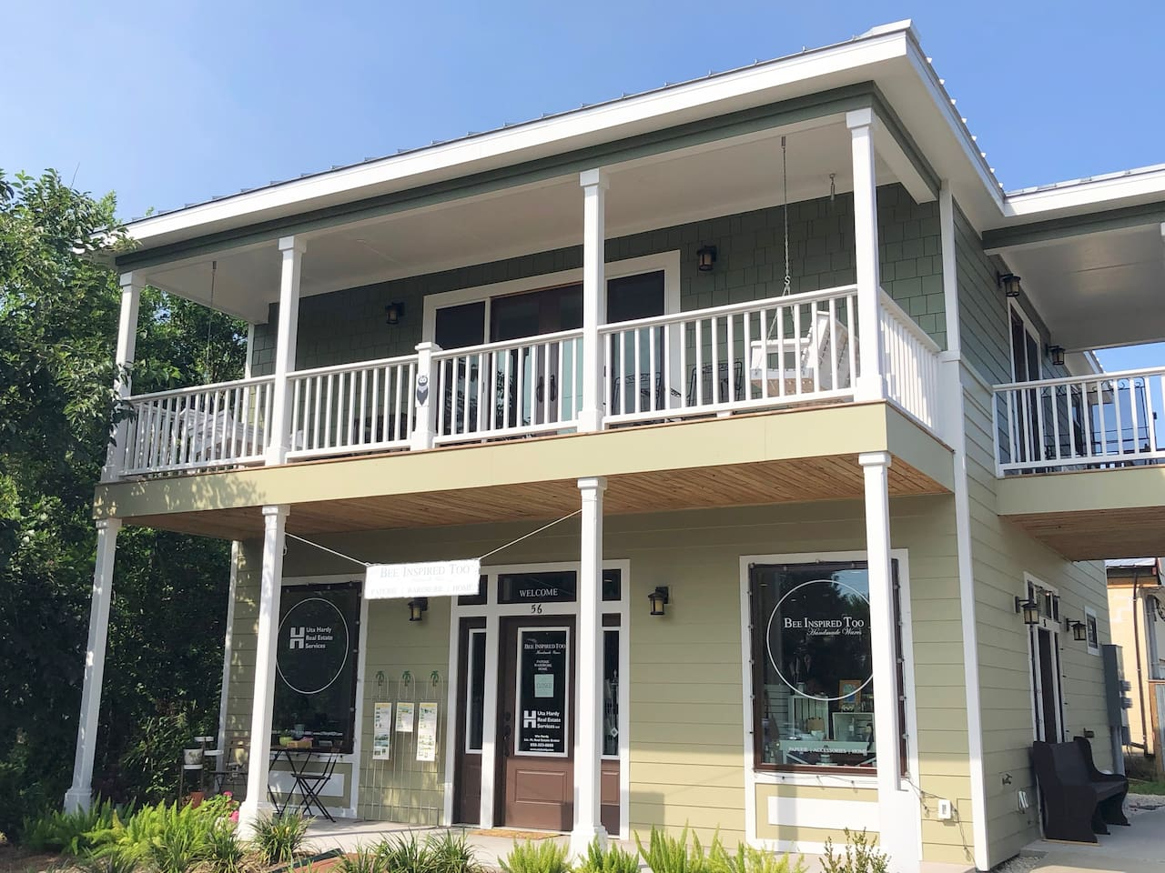 The Bee Hive in Apalachicola, follow the sun or the shade between the two porches