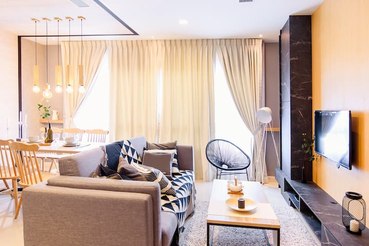 【Just Across CIQ】2BR Extravagance Vacation byⓗⓢ