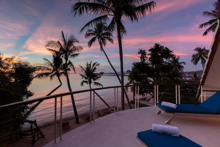 Beachfront Luxury Villa with Amazing Sunset