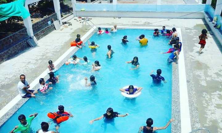 2BH Bunglow with Pool for group near bordi beach