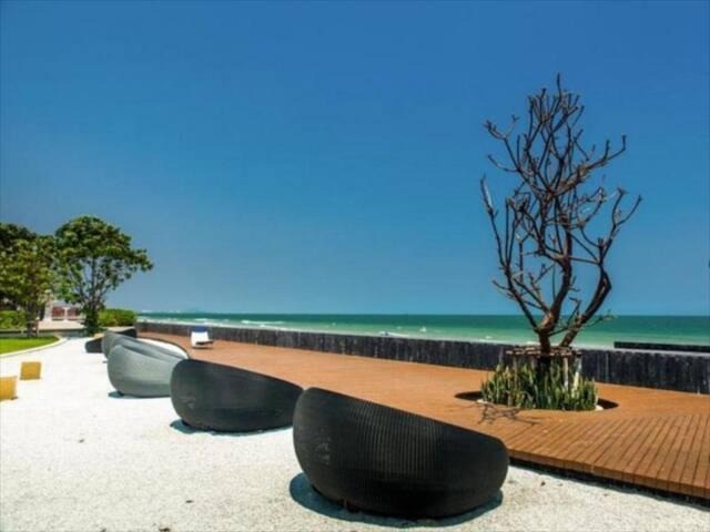 บ้านแสนสุข Ban sansuk beach front condo
