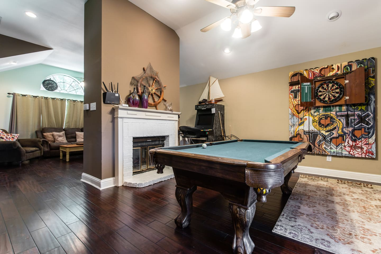 Family Fun Games Pool Table Foosball Table Houses For Rent In - Foosball table houston