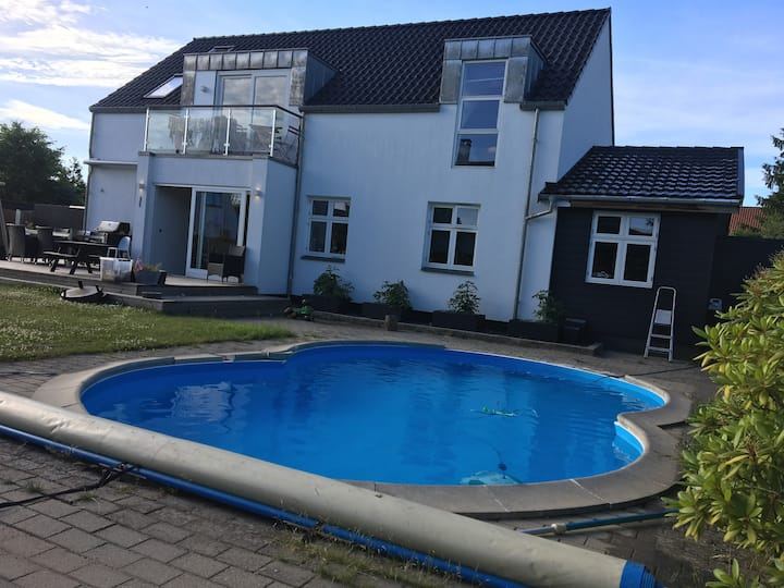 Big house with outdoor Pool close to Copenhagen