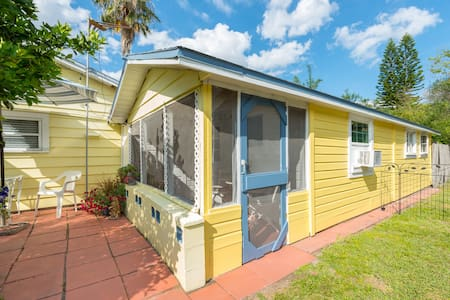 Cozy Cottage Near Orlando Health Hospital (SoDo)