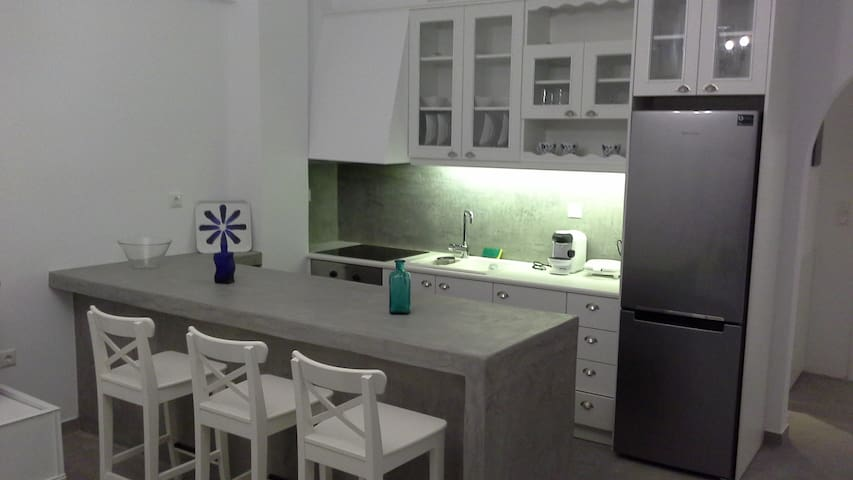 Anna's New Appartment for 4 persons - Kamari - Apartment