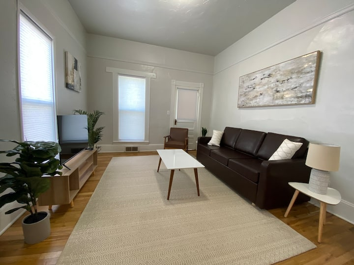 Rustic Charm Downtown Unit - West Boulevard Area
