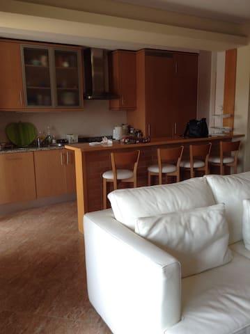 un bel appartement au bord de la mer (300 m)