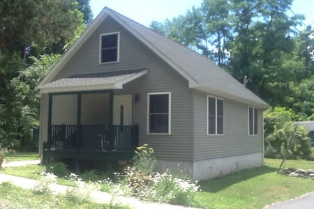 Brand New Cozy Cottage - Kerhonkson