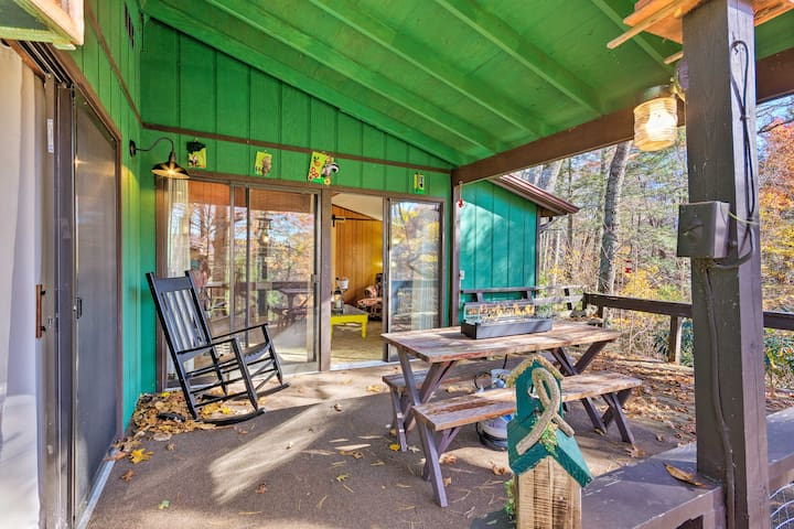 'The Pine Cone Cottage' accommodates up to 7 guests.