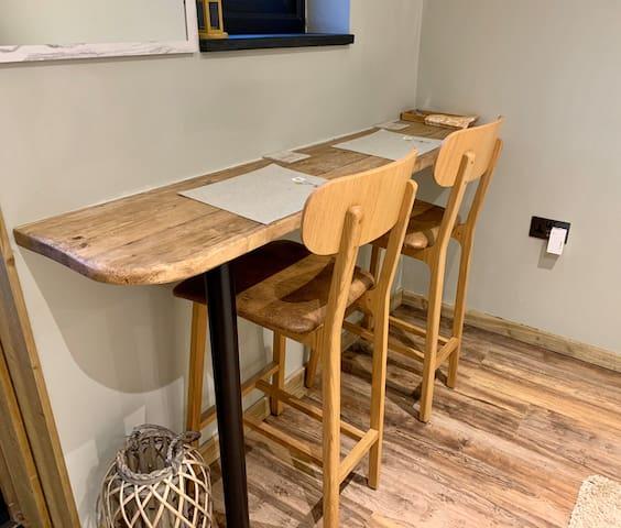 Breakfast Bar/work area