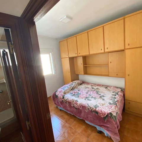 private room, king bed, calm near barcelona center
