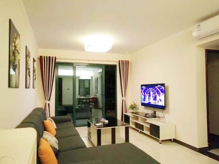 步行8分钟可到海陵岛十里银滩,环境优雅,房间舒适,床被子枕头都是星级酒店值。