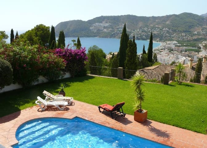5 Bedroom Villa with Sea Views and Private Pool - La Herradura - Villa