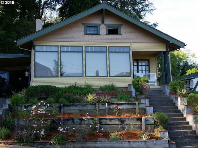 Quiet, Clean, Cozy - Downtown Location! - Coos Bay - Huis