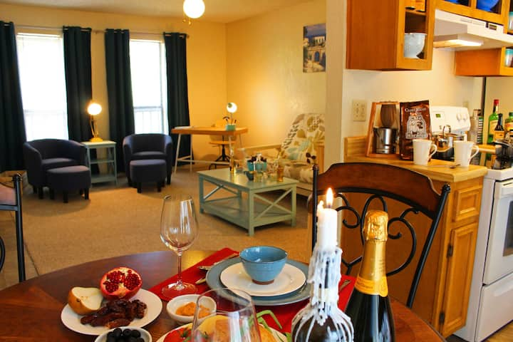 Pecan Place Suite D- 15 min to DT austin + airport