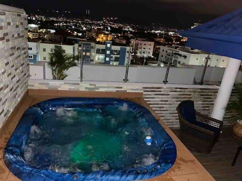Modern Penthouse W/ Rooftop Jacuzzi, A.C. &Netflix
