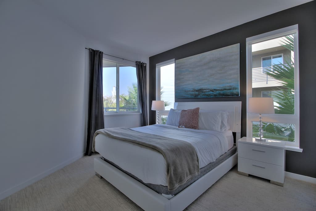 Master Bedroom with Queen Bed + Queen Air-Bed