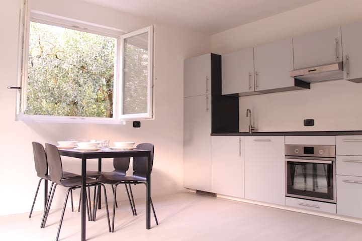 Spacious flat close to lake and shops with A/C