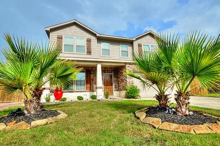Home Away From Home, (Large/Modern) - Atascocita - Hus