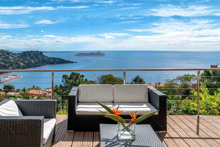 Lovely Villa with dazzling seaview close to Cannes