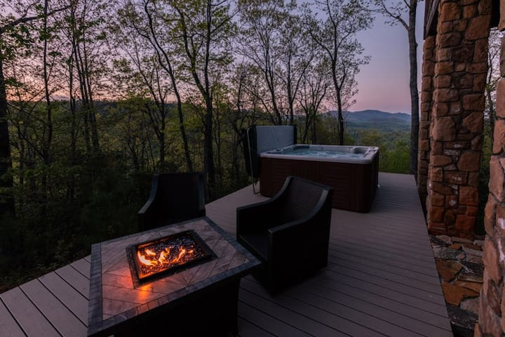 Black Mountain Log Cabin - 2 Bedroom, 3 Bathroom