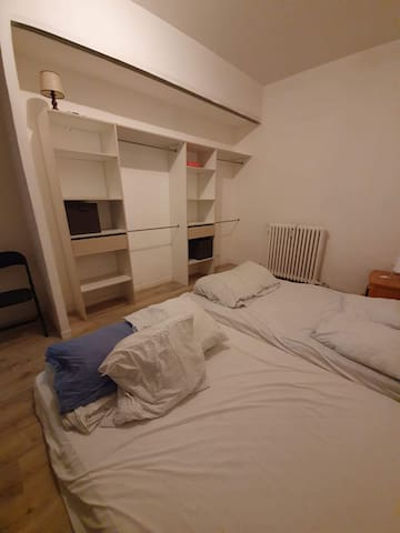 Vaste chambre, idéale pour famille, à Nice centre