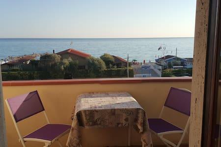 LUNAMARINA   a   50 metri  dalla  spiaggia - Marinella di Sarzana