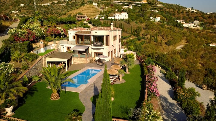 Luxury Villa in Tranquil and Peaceful Setting