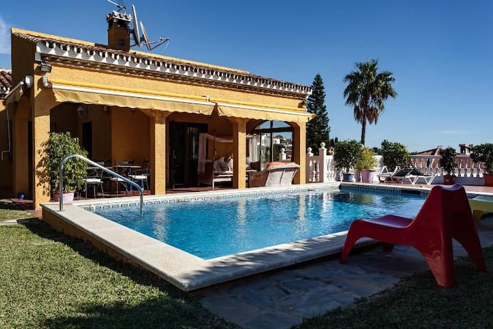 LUXURY 4BED VILLA w/private pool and gardens - Benalmádena - House