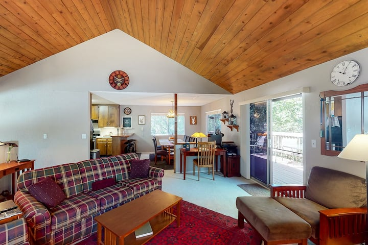 Charming mountain cabin w/ forest views, yard, & a large deck