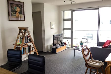 Secure and warm room in modern city apartment - Wellington