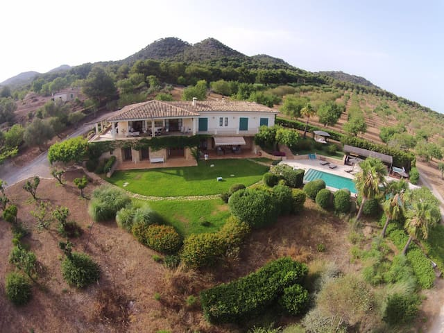 GOLF D'OR STUNNING HOUSE  WITH POOL AND JACUZZI