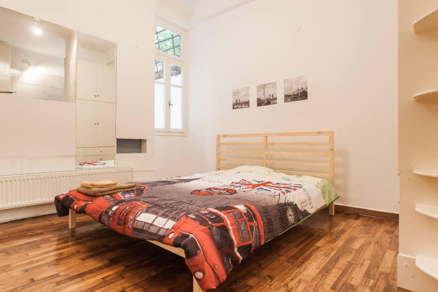 Studio apt with double bed