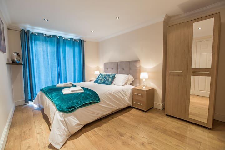 ✪ Ideal Chelmsford ✪ Serviced Moulsham Apartment - 2 Bed Perfect for Broomfield Hospital/Chelmsford City Centre/Shopping/A12 ✪