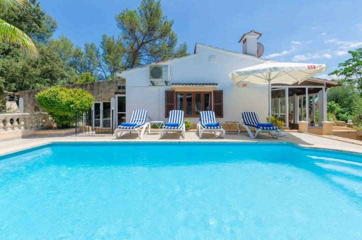 Beautiful vacation house 'Crestaix' in Majorca with Pool, Barbecue and WiFi.